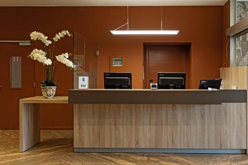 The lobby or reception area at Antwerp Harbour Hotel