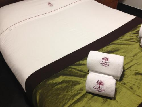 A bed or beds in a room at ComVida Quiaios