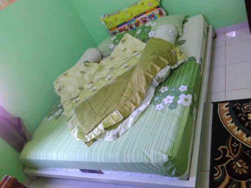 A bed or beds in a room at Rumah Helokity