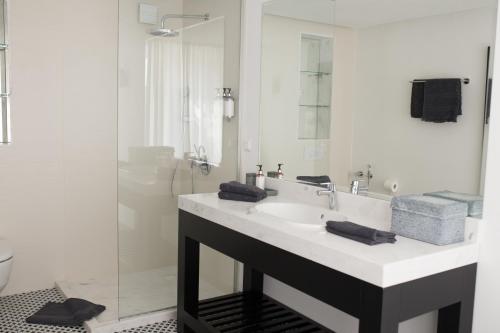 A bathroom at Sea Sense Boutique Hotel