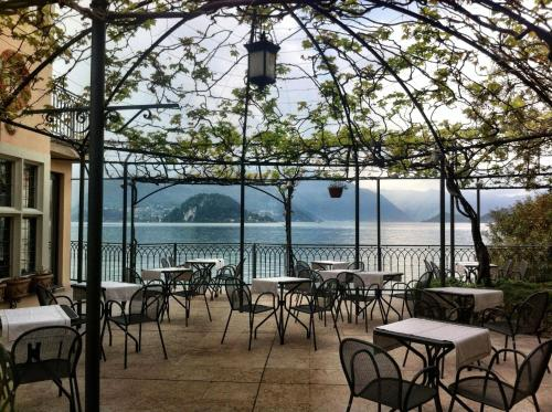A restaurant or other place to eat at Hotel du Lac Varenna