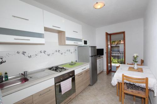 Kuchyňa alebo kuchynka v ubytovaní Apartment Stipe