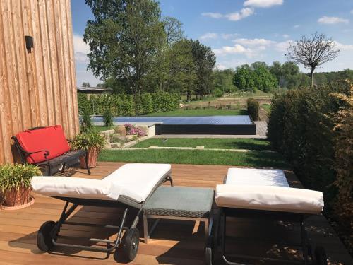 Der Swimmingpool an oder in der Nähe von Alwine - Landhaus an den Spreewiesen