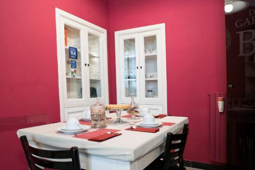 A restaurant or other place to eat at B&B Domus Garibaldi