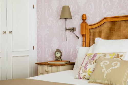 A bed or beds in a room at Hotel Infanta Isabel