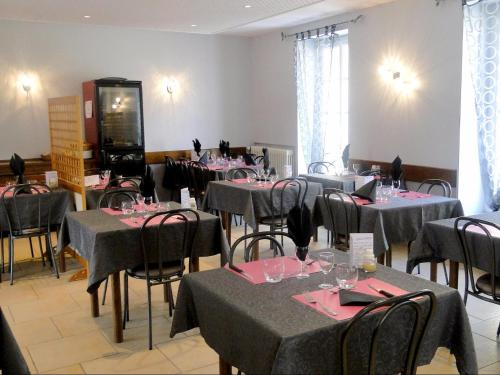 A restaurant or other place to eat at Auberge de la Cloche