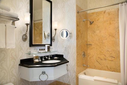 A bathroom at Fairmont San Francisco
