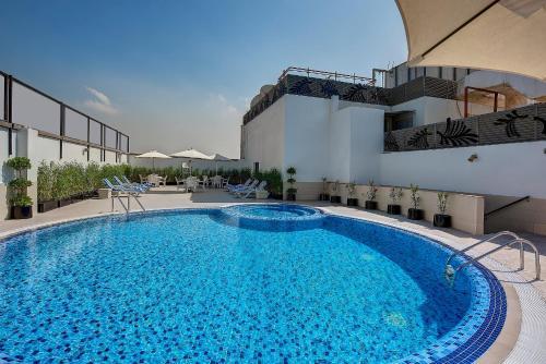Πισίνα στο ή κοντά στο Raintree Rolla Hotel