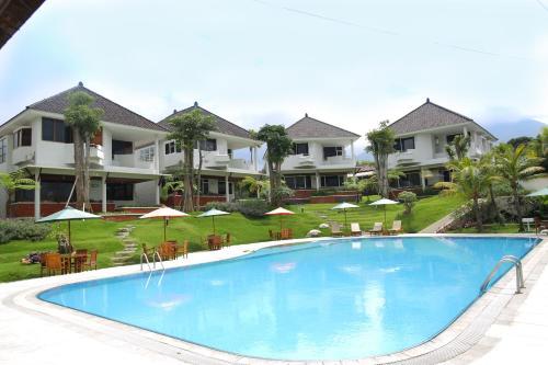 The swimming pool at or close to Samara Resort