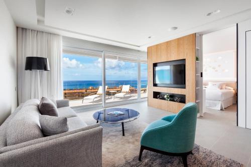 Area soggiorno di Royal Hideaway Corales Suites, by Barceló Hotel Group