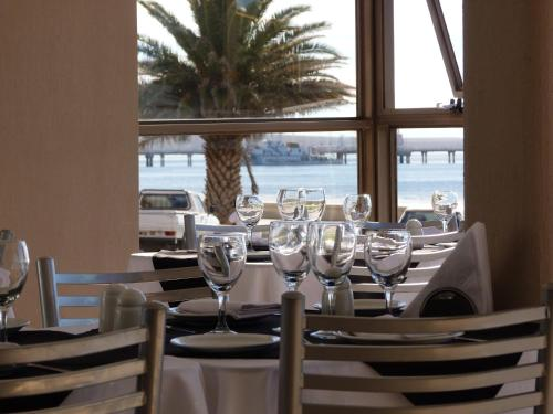 A restaurant or other place to eat at Costanera Hotel