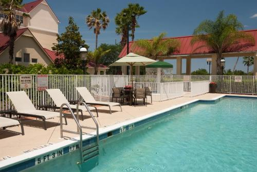 The swimming pool at or close to SpringHill Suites by Marriott Orlando Convention Center