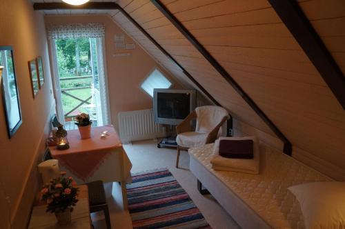 A seating area at Gånarps rum och Stuguthyrning