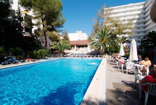 The swimming pool at or near Piñero Tal