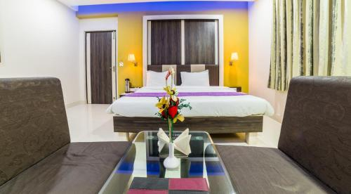A bed or beds in a room at Hotel Heeralal