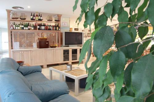 El salón o zona de bar de Del Mar Hotel & Spa