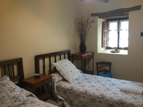 A bed or beds in a room at Hotel Rural El Lagar De Las Médulas