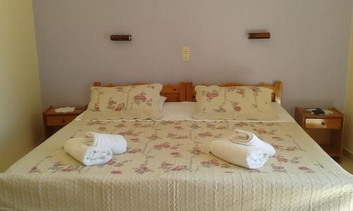 A bed or beds in a room at The Red Dragon