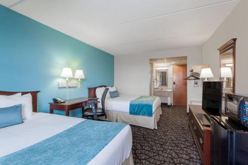 A bed or beds in a room at Days Inn by Wyndham Hershey