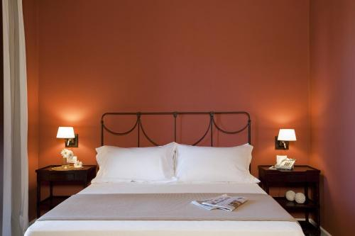 A bed or beds in a room at I Pretti Resort