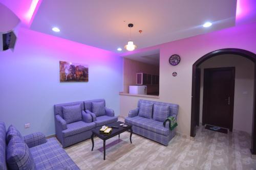 Uma área de estar em Rawasi Hotel Suites 3 (For Families Only)