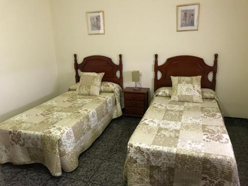 A bed or beds in a room at Hostal El Violí
