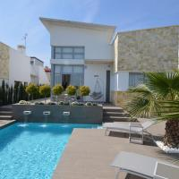 Lovely Villa in Ciudad Quesada with Private Pool, hotel in Ciudad Quesada