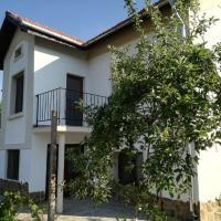 Popovi Koshari Guest house, hotel in Dolno Panicherevo