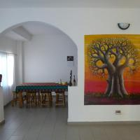 Sarawally Guesthouse, hotel in Ampaya