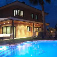 Washingtonia Villa near Sitges, hotel in Canyelles