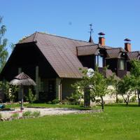 Hunting House Ezerkrasti, hotel in Lapmežciems