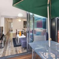 Cosmo Stays - Spacious 3-bedroom Deluxe Townhouse, hotel in Carlton, Melbourne