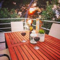 O Sole apartment with private beach, hotel in Okrug Donji