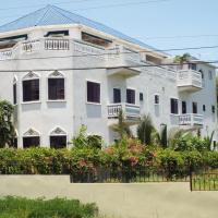 Little Savoy Guest House, hotel in Runaway Bay