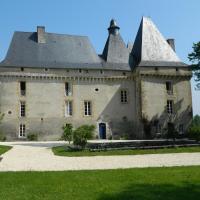 Château de Mavaleix, hotel in Chalais