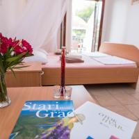 Apartments 1000 Flowers, hotel in Stari Grad