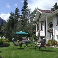 Silvern Lake Trail Bed and Breakfast, hotel em Smithers