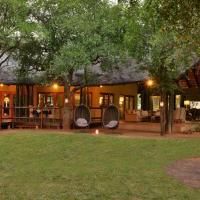 Black Rhino Game Lodge, hotel in Pilanesberg