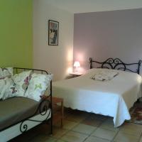 Chambres d'Hôtes Les Douves, hotel in Saint-Thomas