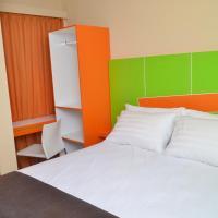 Titanium Express HomTel, hotel in Jakarta