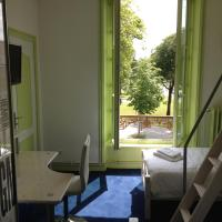 Hotel Couleurs Sud, hotel in Charleville-Mézières