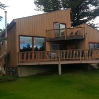 Invermere Lakeside & Mountain View Home, hotel em Invermere