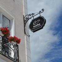 Funky Guest House & Adventures, hotel in Përmet
