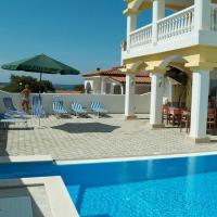 Rooms with a swimming pool Peroj, Fazana - 2235, hotel in Peroj