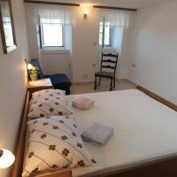 Accommodation Lily, hotel in Vrana