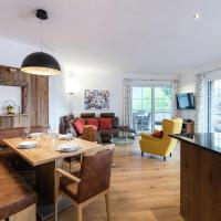 Luxury Apartment in Salzburg with terrace, hotel in Alpendorf