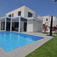 Modern Villa in San Fulgencio Valencia with Private Pool, hotel in Llobregales
