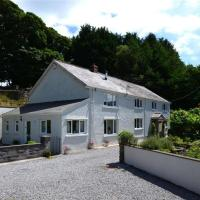 Quaint Holiday Home in Swansea with Garden, hotel in Pontardawe