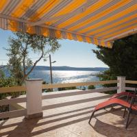 Apartment Milka by the Sea, hotel in Karlobag