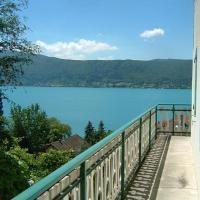 Villa Les Terrasses au Bord du Lac d'Annecy - Guest House, hotel in Veyrier-du-Lac